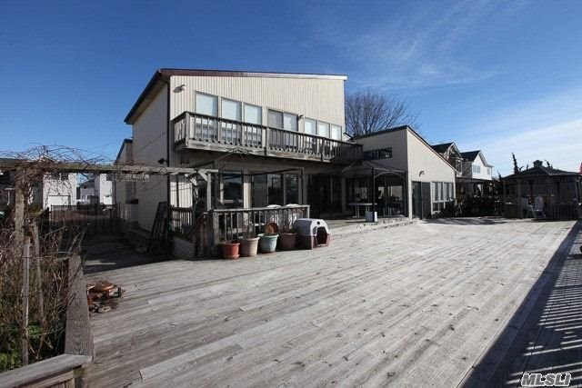 Photo of home for sale at 218 Gordon Pl, Freeport NY