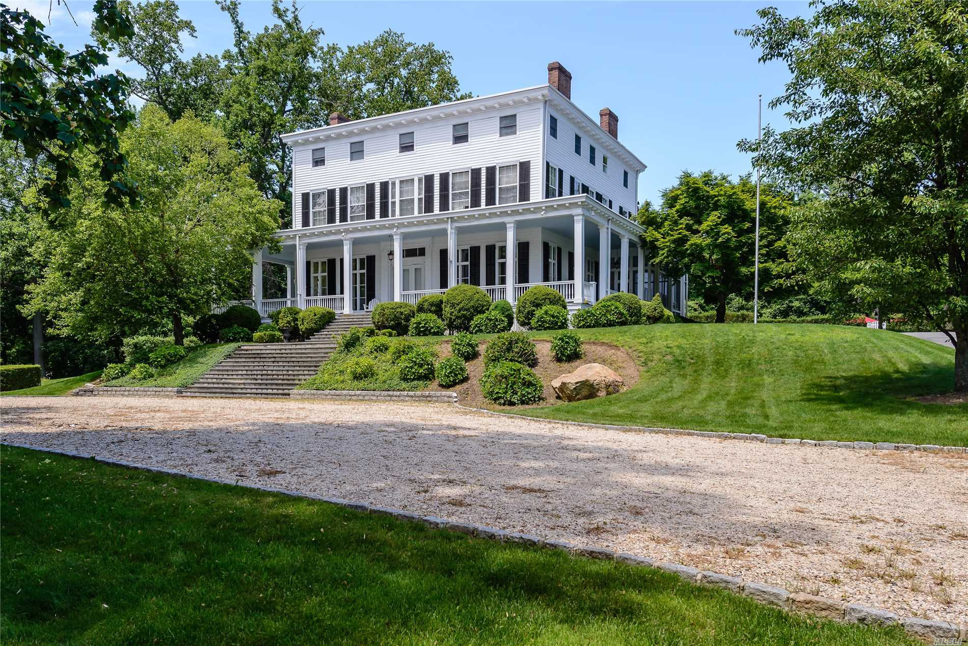Photo of home for sale at 145 Oyster Bay Rd, Locust Valley NY