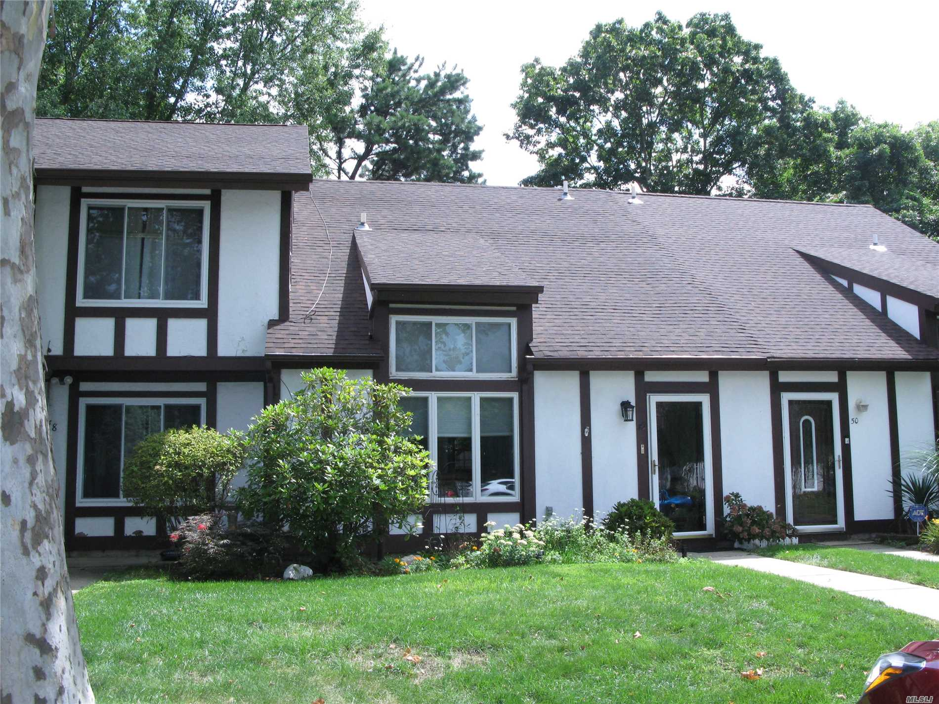 Property for sale at 49 Briar Hill Ct, Middle Island,  NY 11953