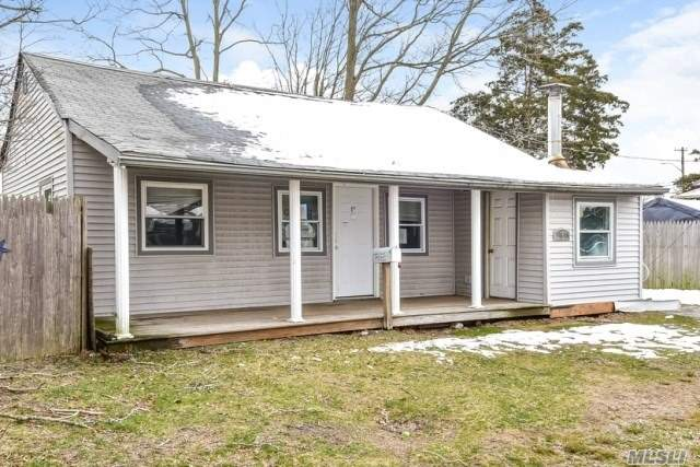 Photo of home for sale at 8 Pine Walk, Patchogue NY