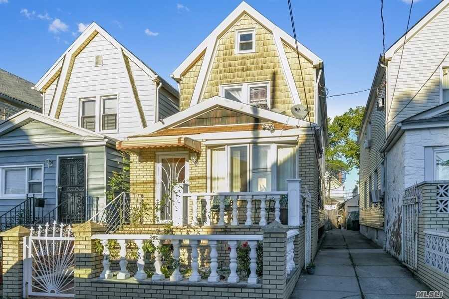 Photo of home for sale at 104-27 125th St, Richmond Hill South NY