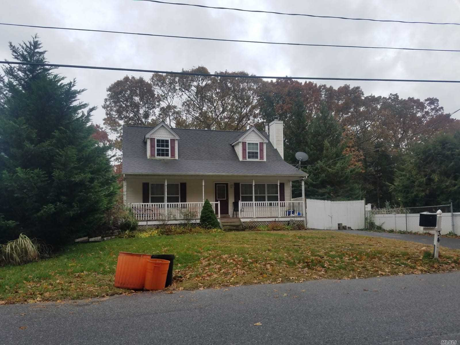 Photo of home for sale at 34 Carlton Ave Ave E, Mastic NY