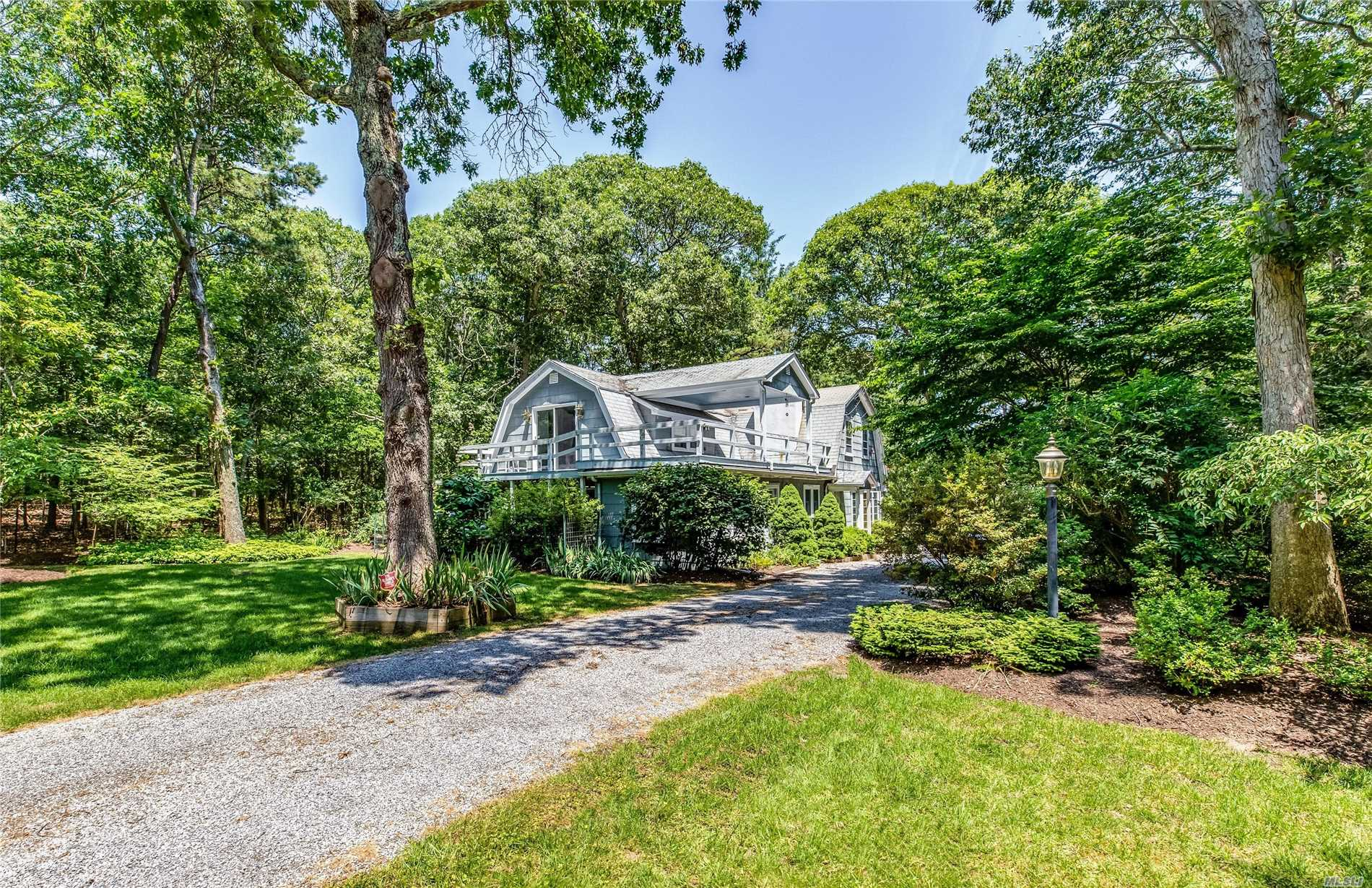 Photo of home for sale at 1405 Wunneweta Rd, Cutchogue NY