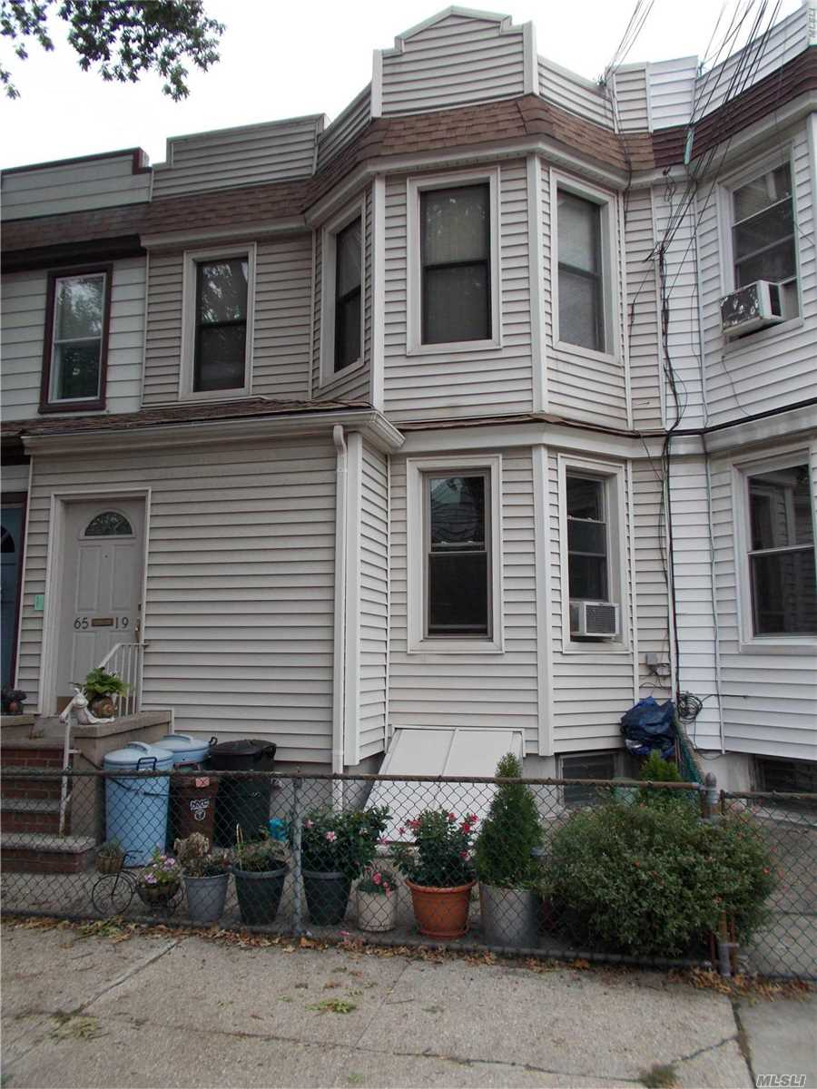 Photo of home for sale at 6519 79 St, Middle Village NY