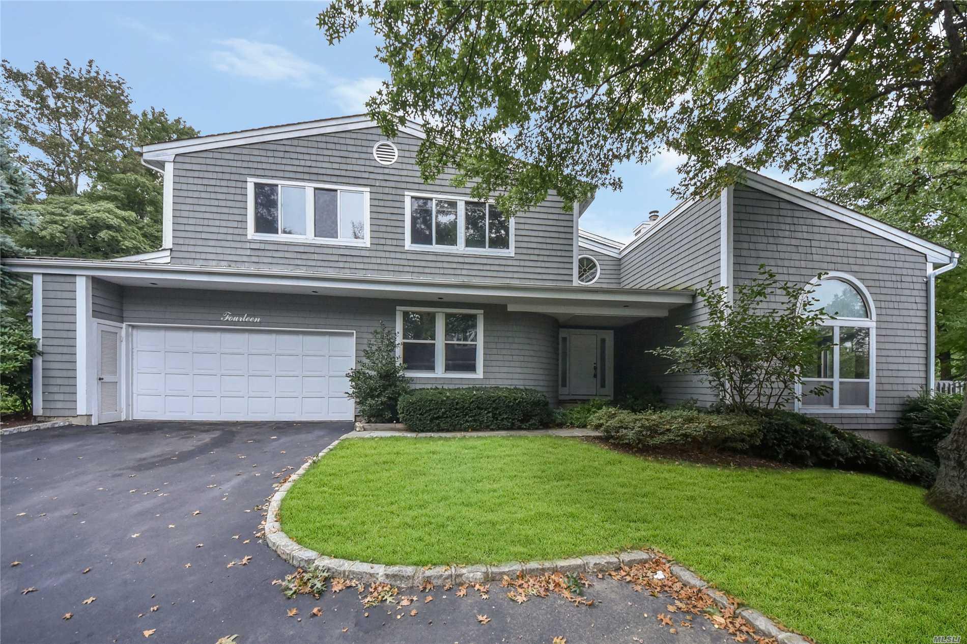 Property for sale at 14 Tiffany Cir, Manhasset,  NY 11030
