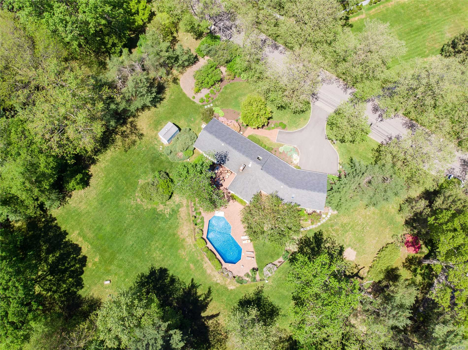 Photo of home for sale at 10 Snowball Dr, Cold Spring Harbor NY