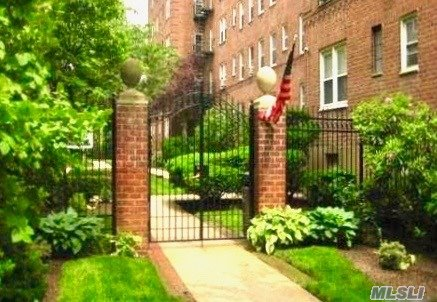 Property for sale at 32 Cathedral Ave Unit 2E, Hempstead,  New York 11550