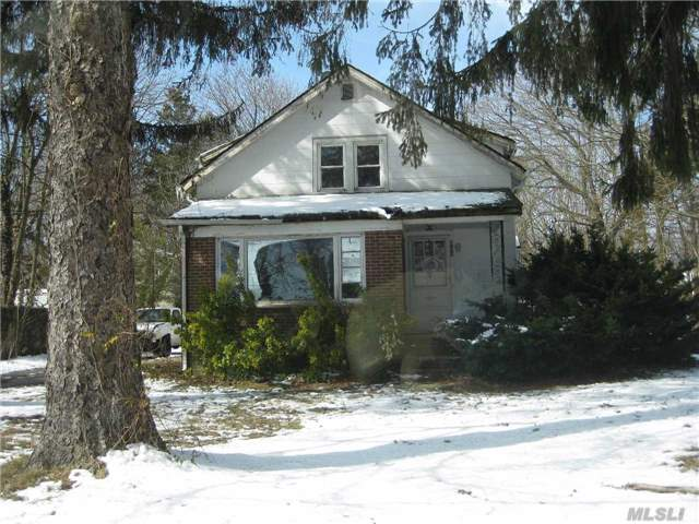 Photo of home for sale at 200 Terryville Rd, Pt.Jefferson Sta NY