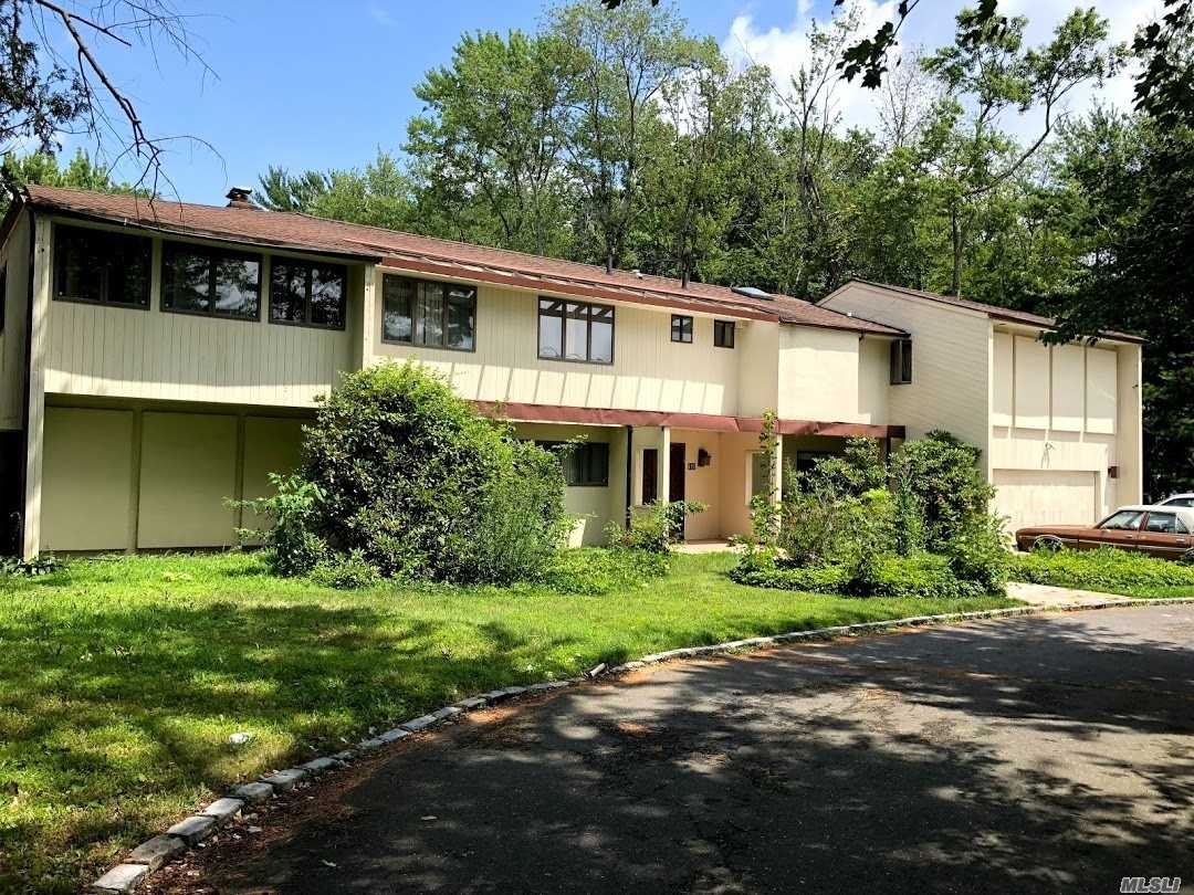 Photo of home for sale at 127 Hicks Ln, Great Neck NY