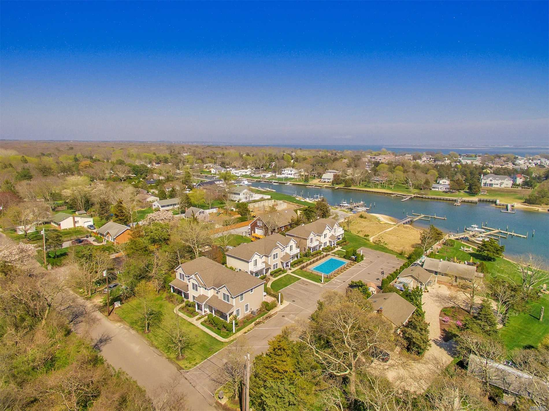 Photo of home for sale at 29 Gardners Ln, Hampton Bays NY
