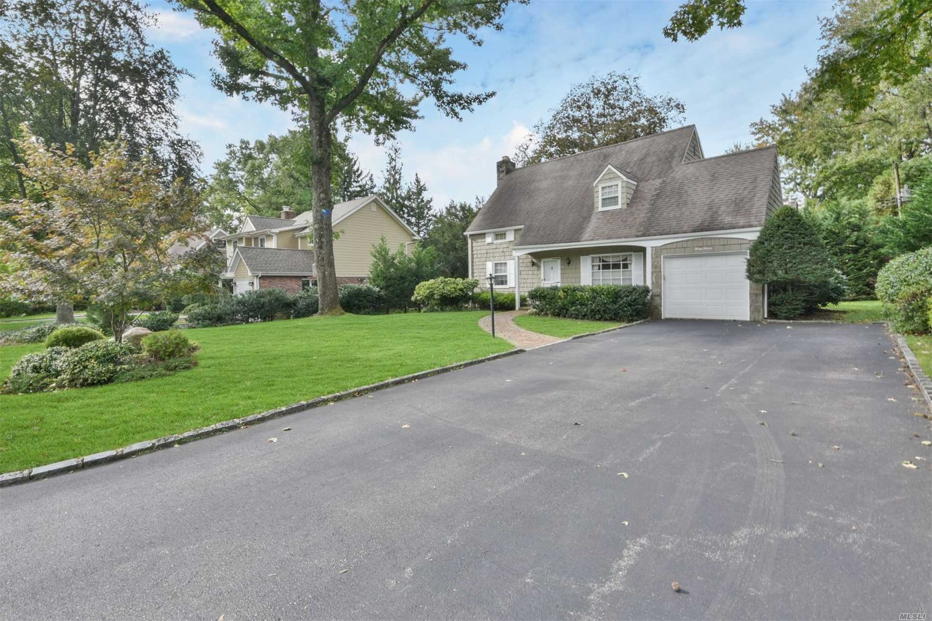 Photo of home for sale at 37 Circle Ln, East Hills NY