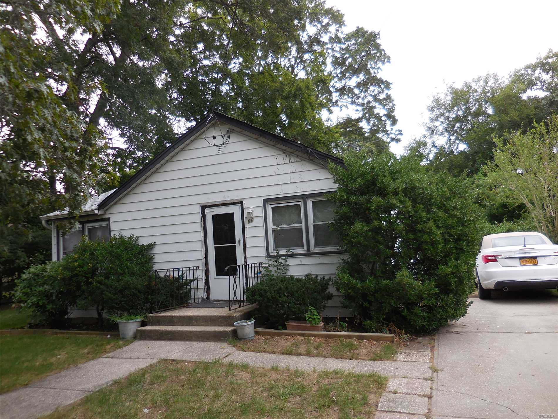Photo of home for sale at 96 Manhattan Ave, Roosevelt NY