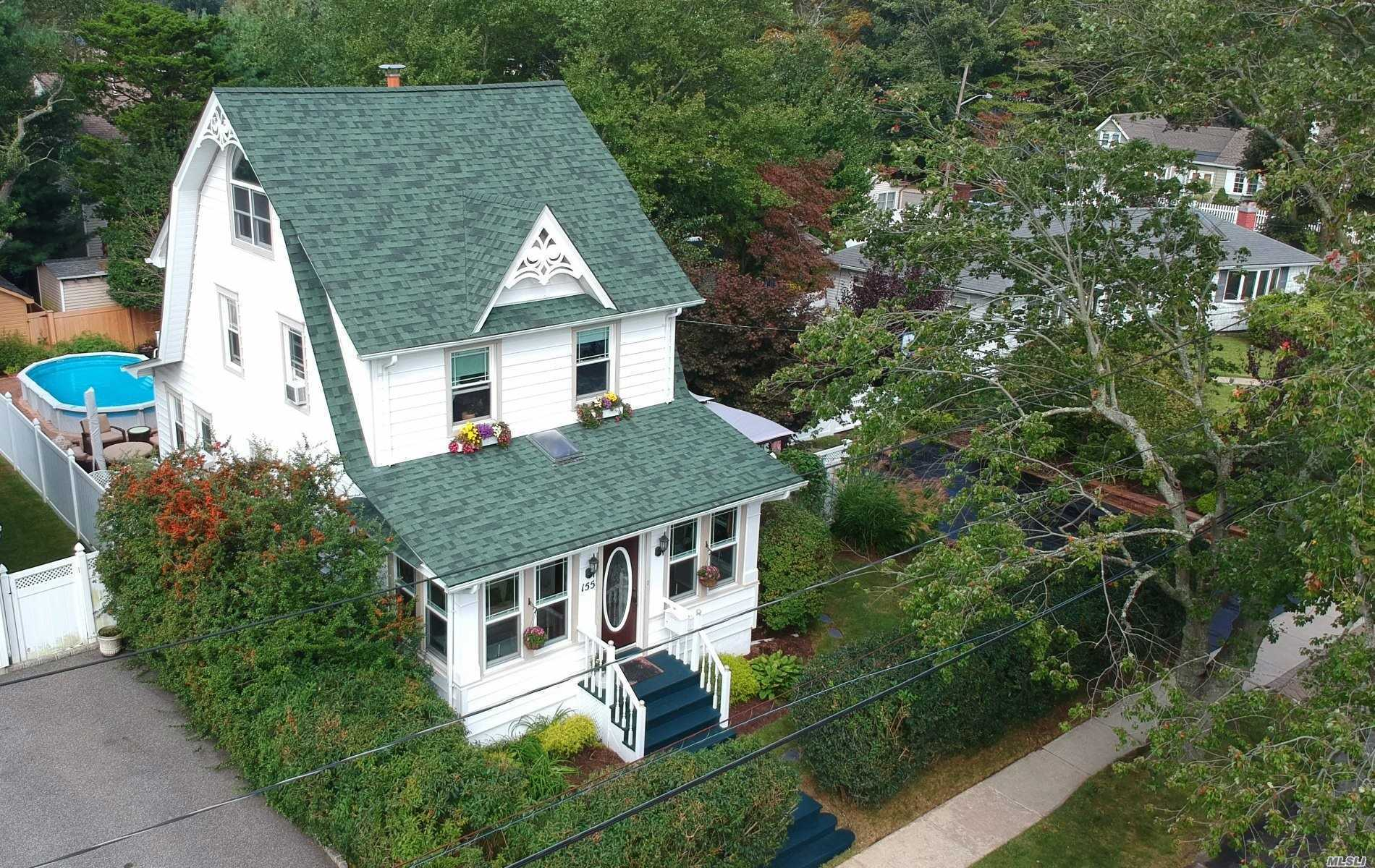 Photo of home for sale at 155 Kensington Ct, Copiague NY