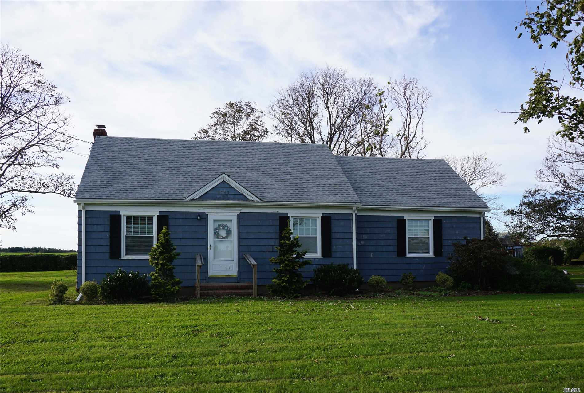 Photo of home for sale at 8745 Oregon Rd, Cutchogue NY