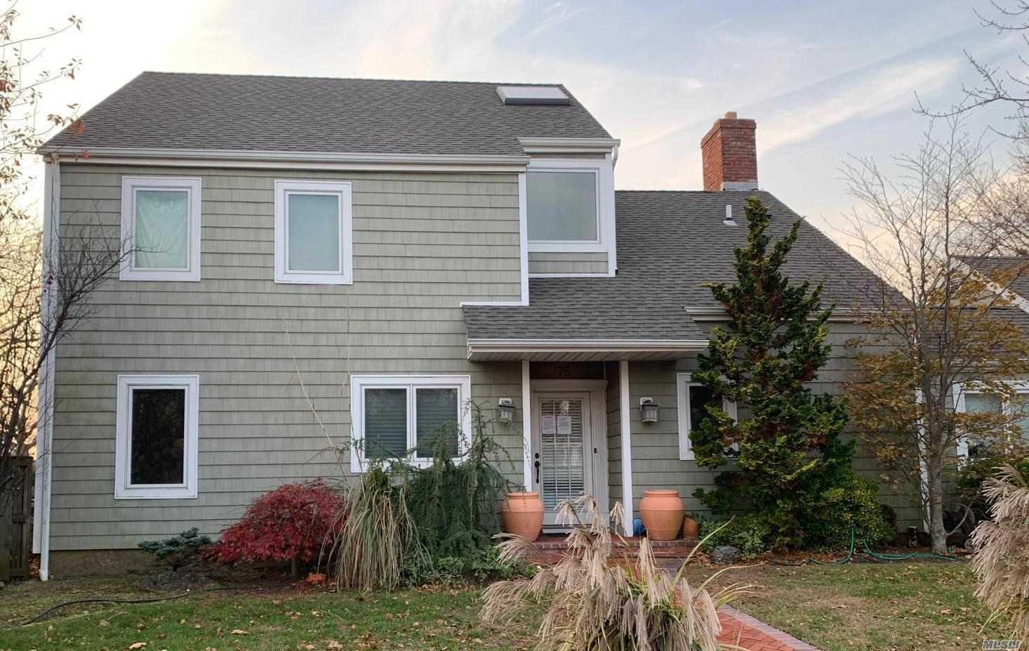 Photo of home for sale at 75 Mark Ln, Atlantic Beach NY