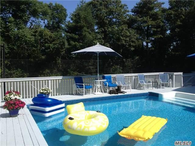 Photo of home for sale at 7 Midhampton Cor, Quogue NY