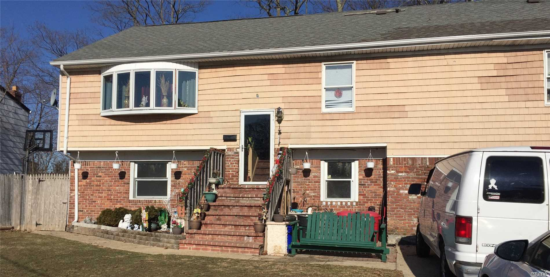 Photo of home for sale at 7 Broadway Ave, West Babylon NY