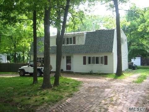 Photo of home for sale at 180 Mount Sinai Ave, Mt. Sinai NY