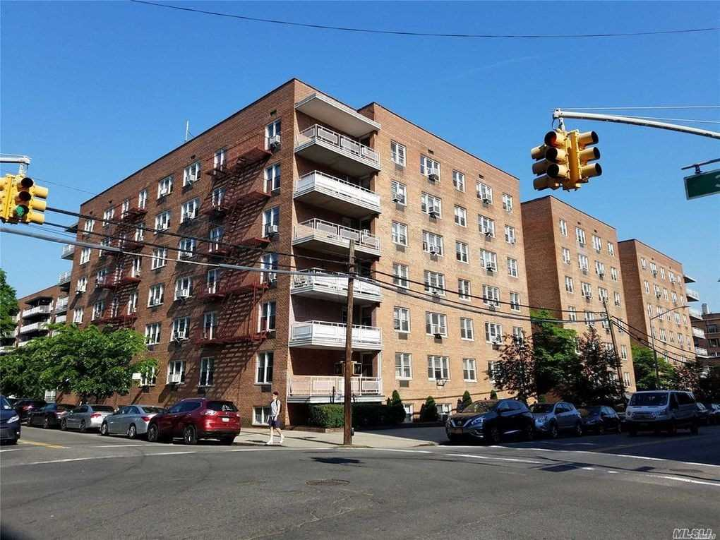 Photo of home for sale at 34-20 Parsons Blvd, Flushing NY
