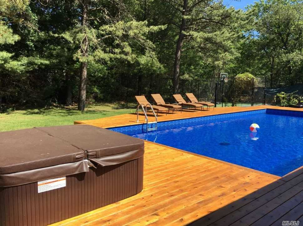 Photo of home for sale at 33 Peacock Path, East Quogue NY