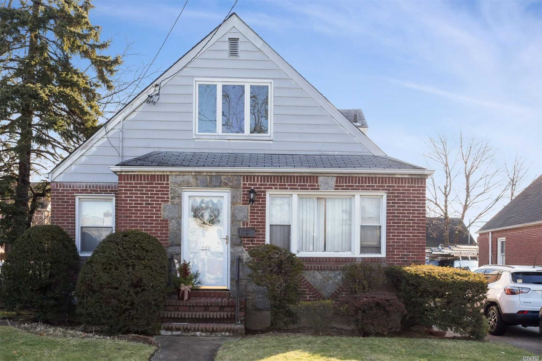 Photo of home for sale at 287 Corona Ave N, Valley Stream NY
