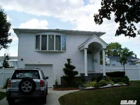 Photo of home for sale at 110 Spray St, Massapequa NY