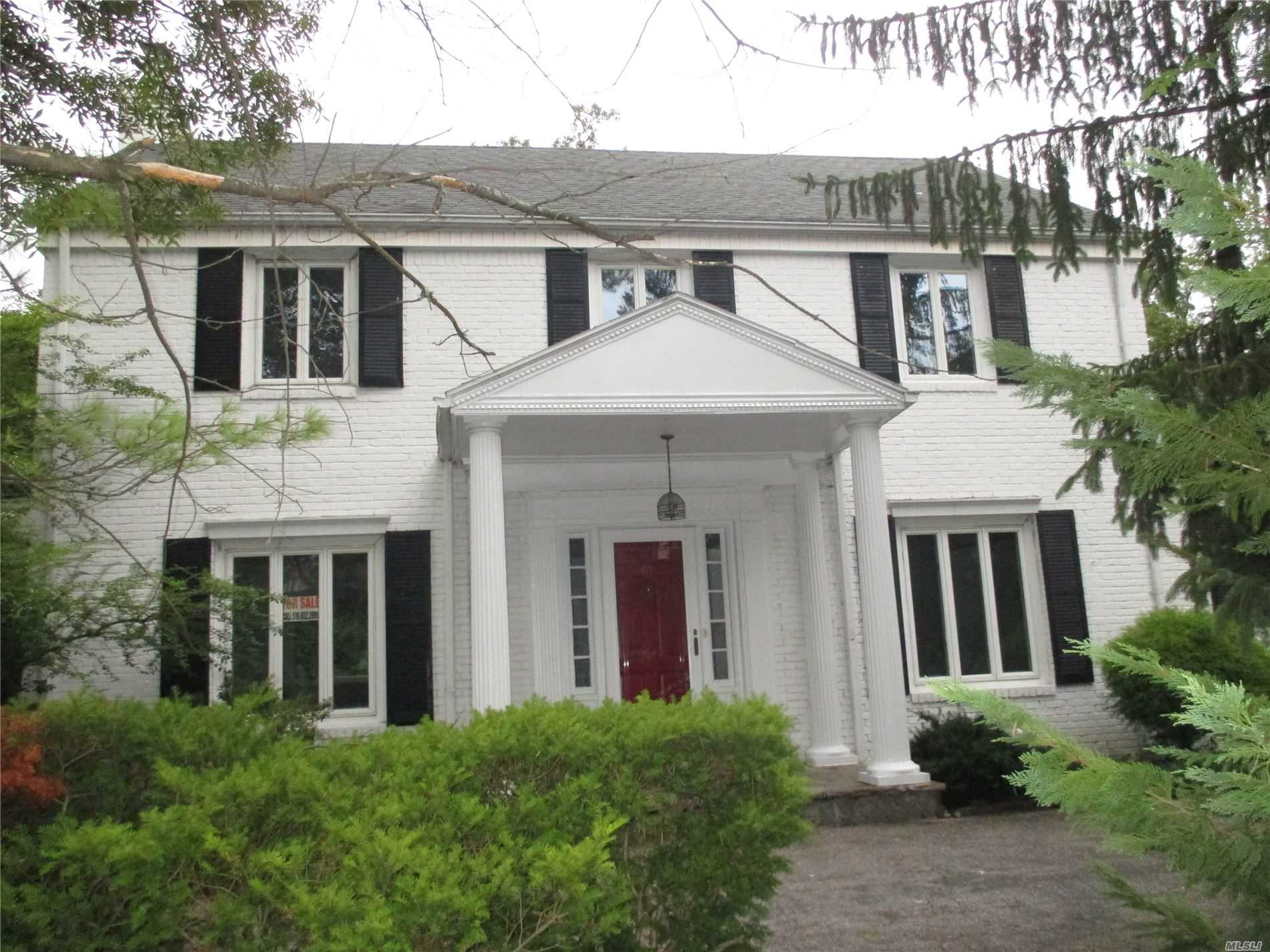 Photo of home for sale at 97 Bayview Ave, Great Neck NY