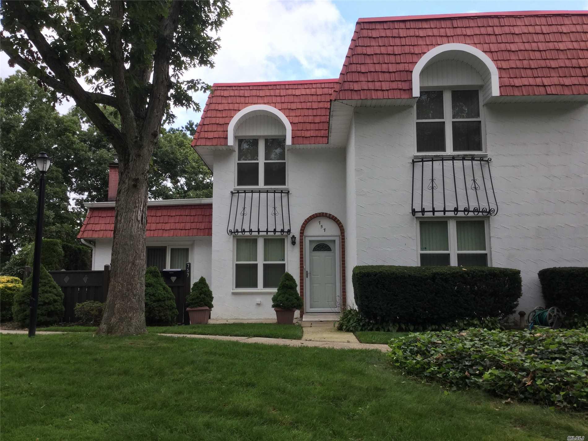 Property for sale at 757 Blue Ridge Dr, Medford,  NY 11763