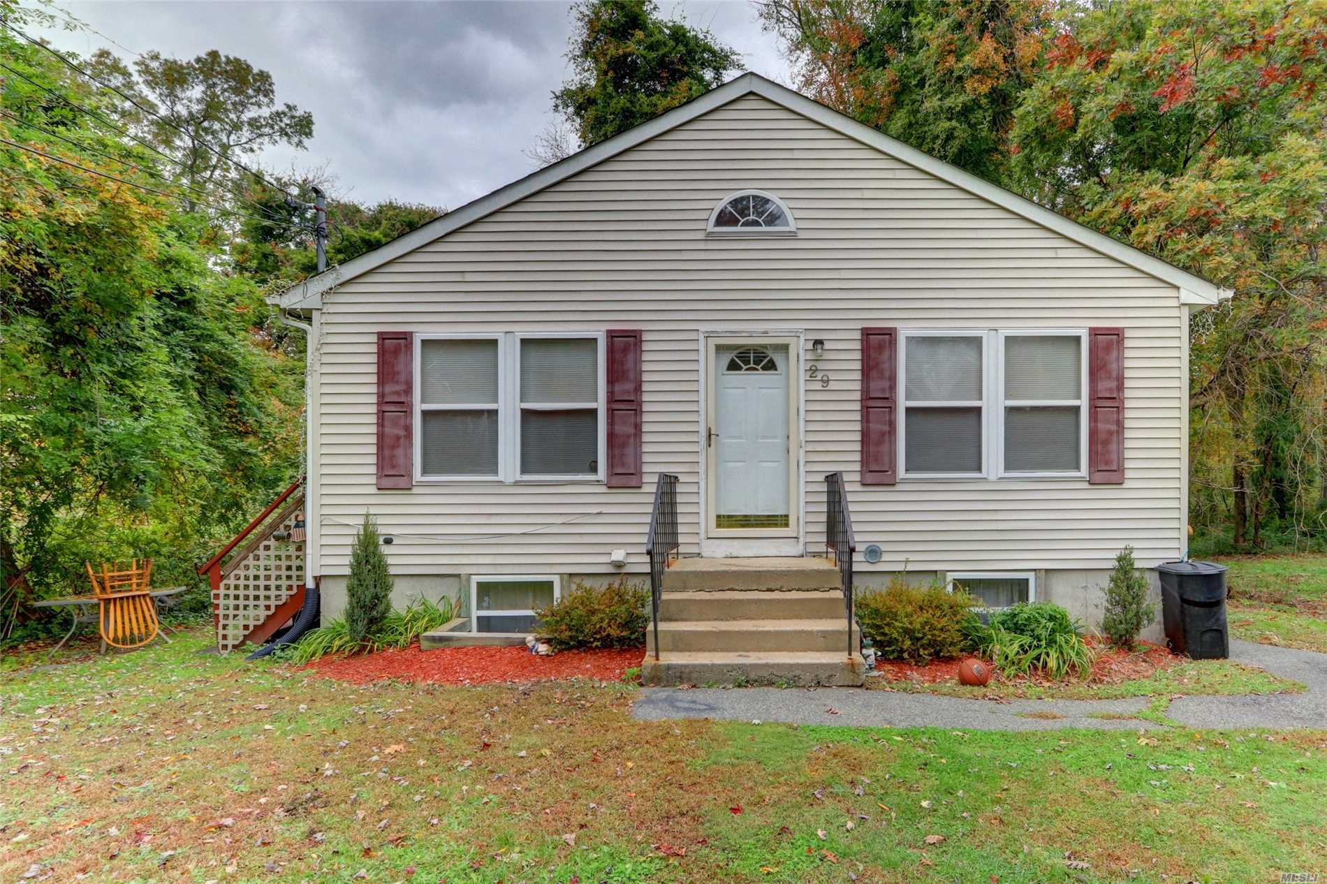 Photo of home for sale at 29 Adams Ln, Middle Island NY