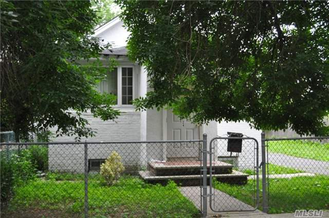 Photo of home for sale at 257-24 147th Rd, Rosedale NY