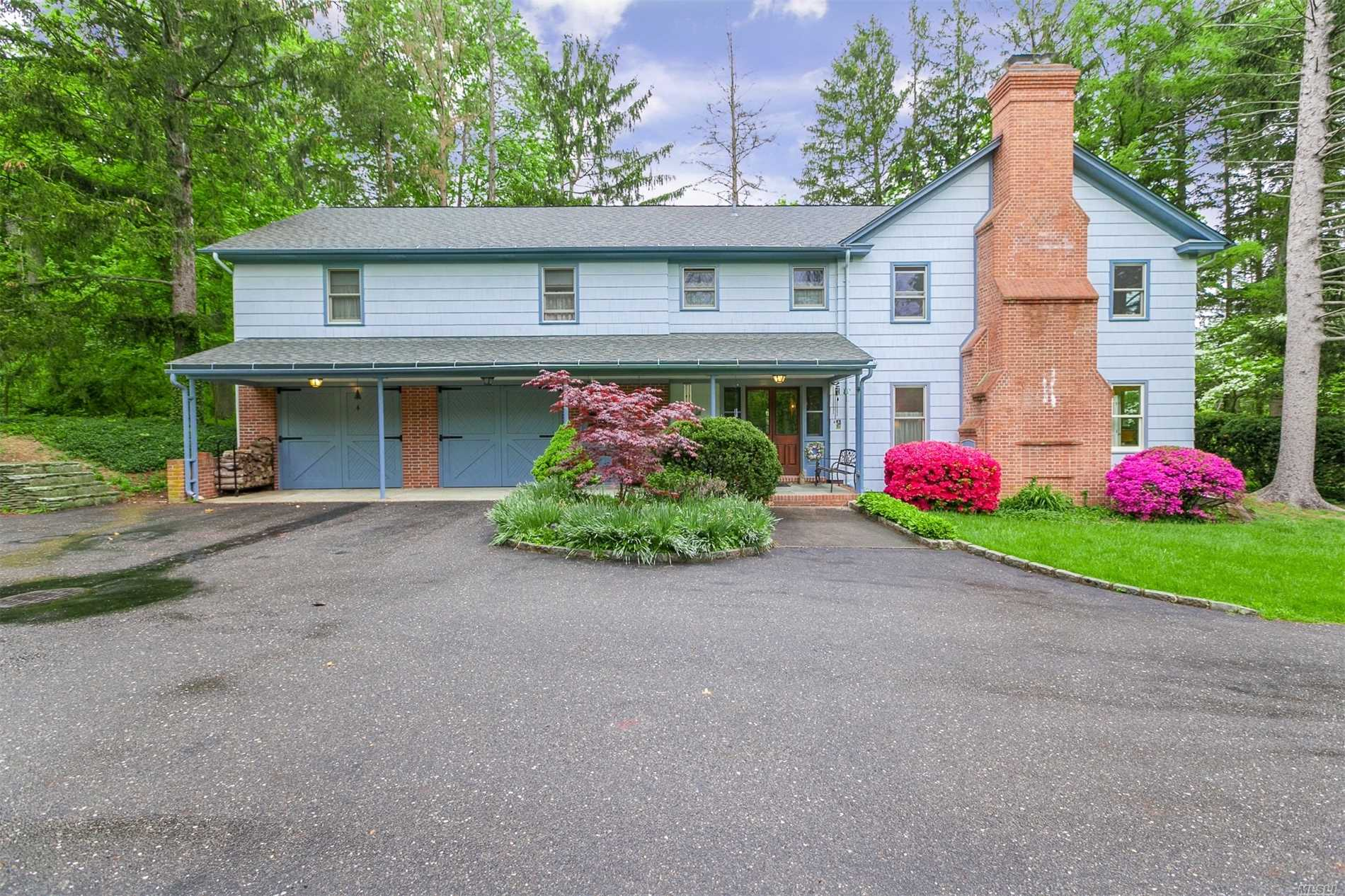 Photo of home for sale at 8 Wels Ln, Setauket NY