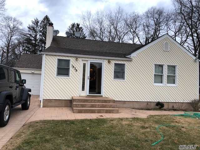 Photo of home for sale at 1239 Motor Pkwy, Hauppauge NY