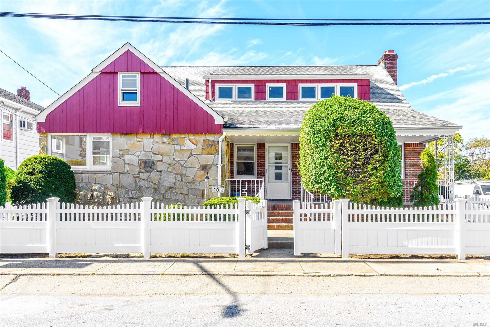 Photo of home for sale at 101 Troy Ave, E Atlantic Beach NY