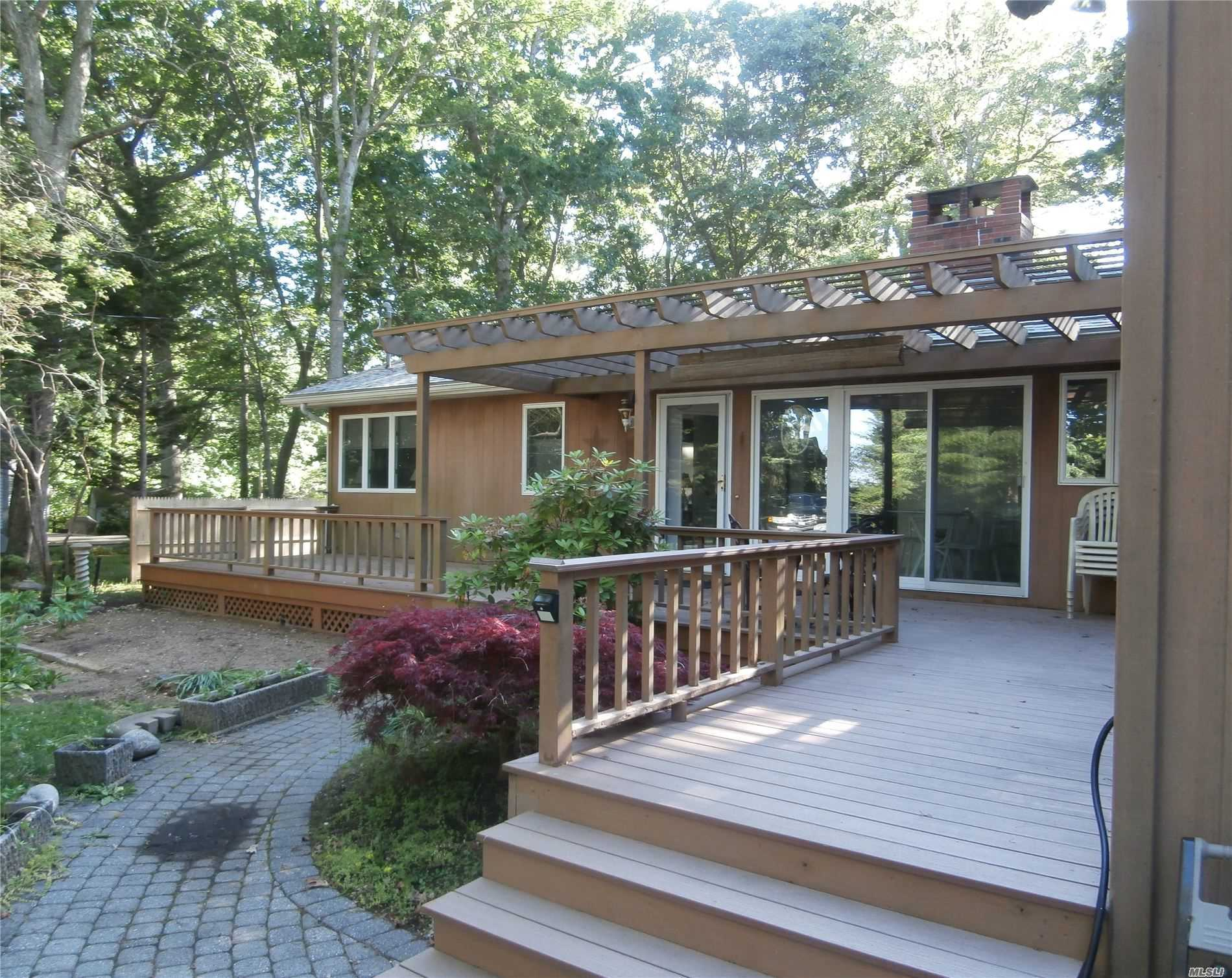 Photo of home for sale at 1075 Inlet Ln, Greenport NY