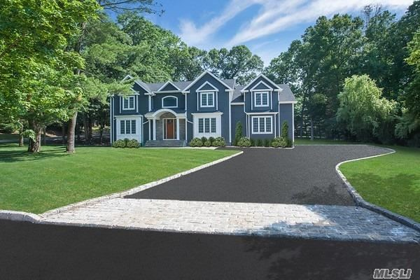 Photo of home for sale at 8 Beaufort Ln, Woodbury NY