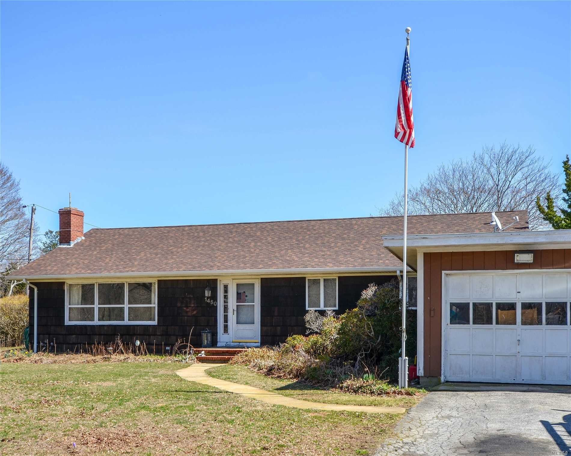Photo of home for sale at 1450 Boisseau Ave, Southold NY