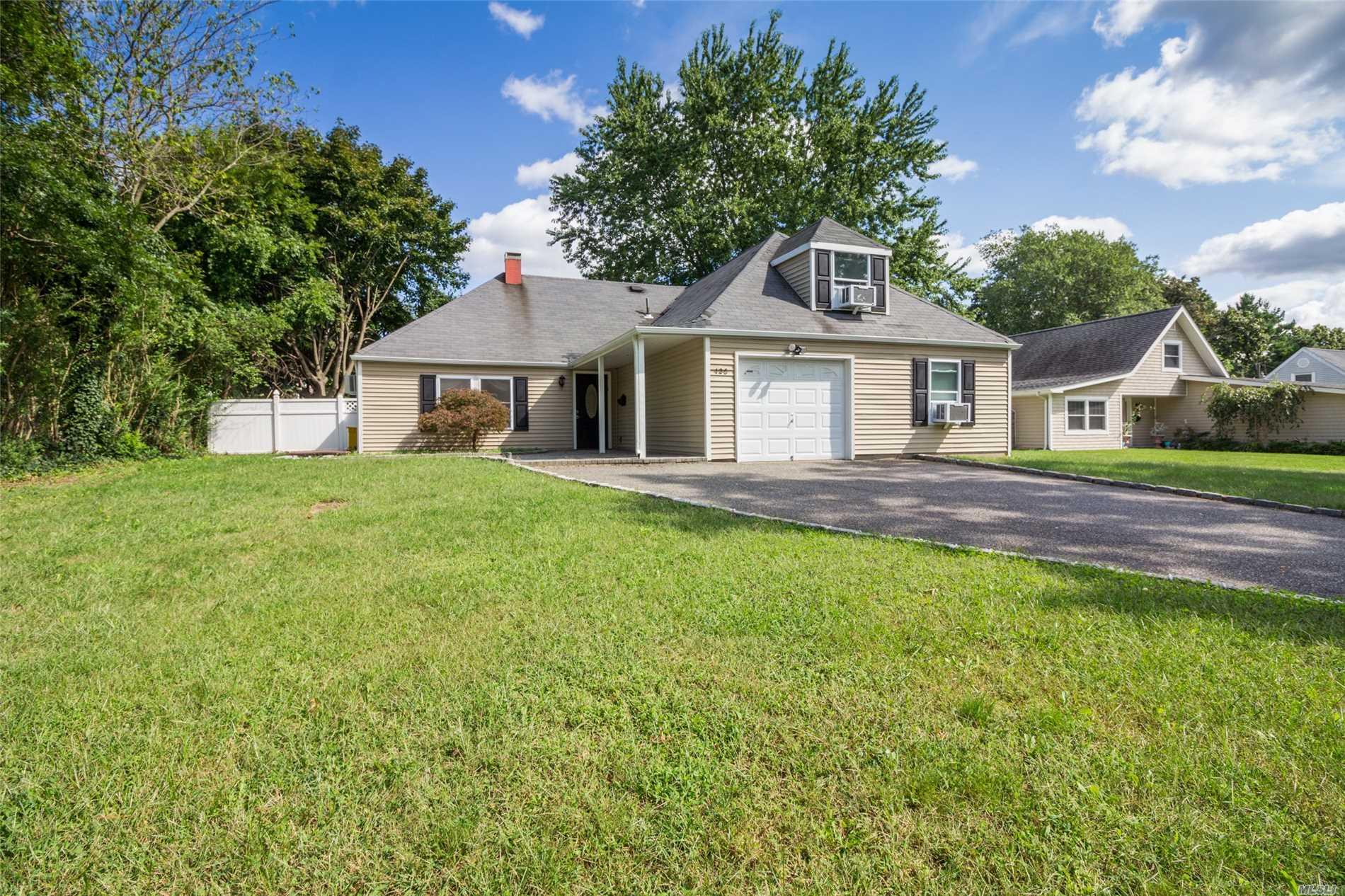 Photo of home for sale at 135 Split Cedar Dr, Islandia NY