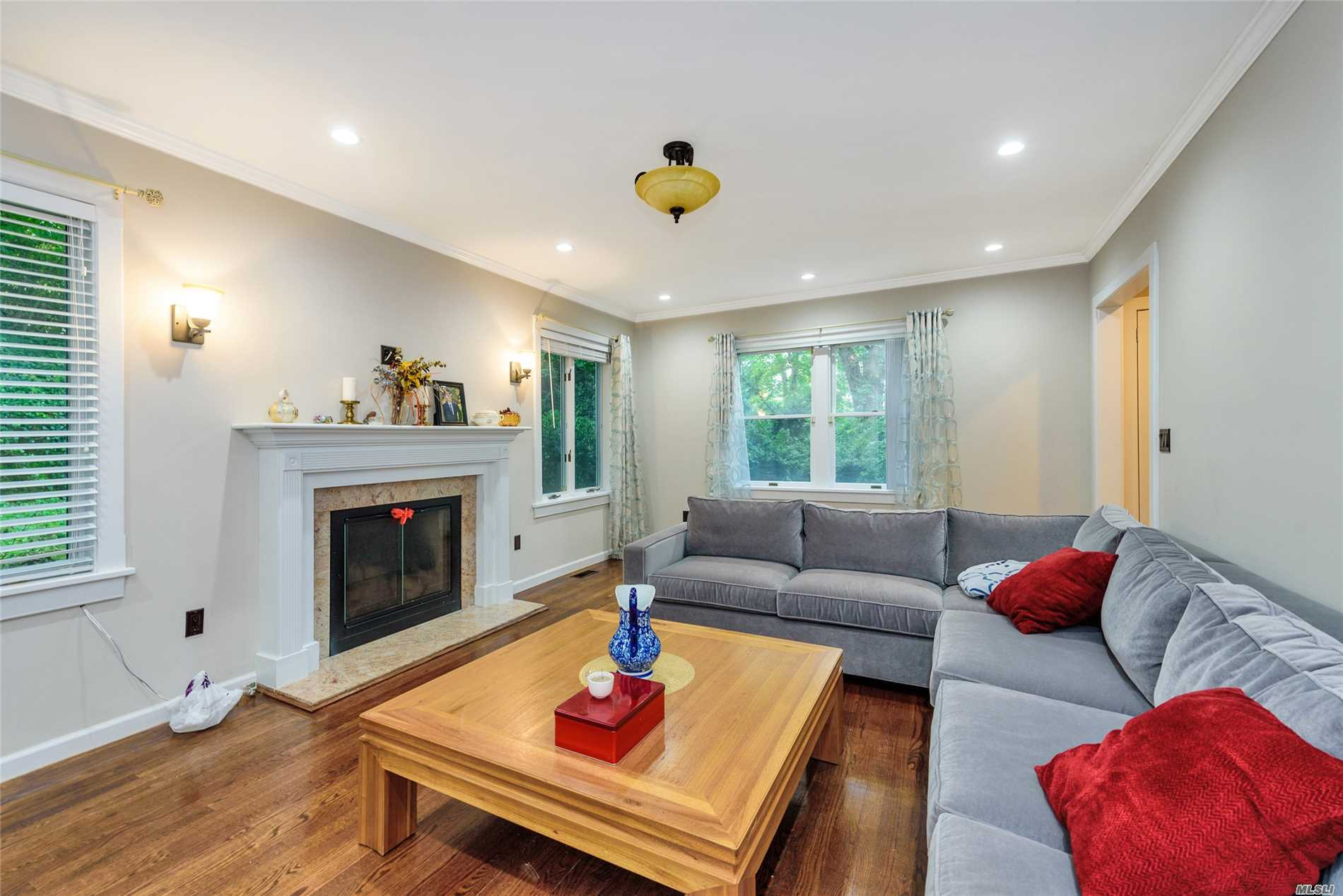 Photo of home for sale at 18 Fairview, Roslyn NY
