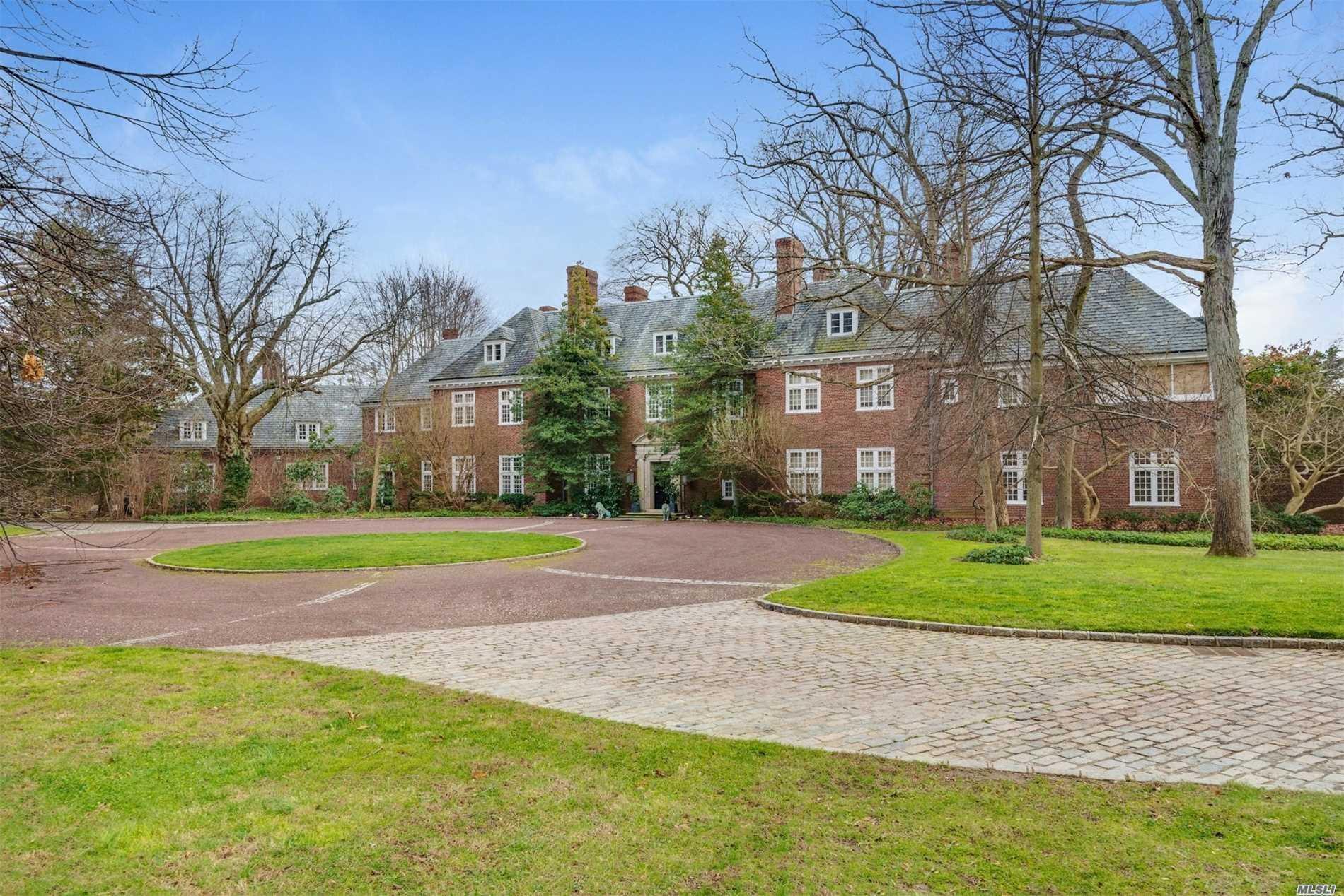 Property for sale at 11 Evans Dr, Brookville,  NY 11545