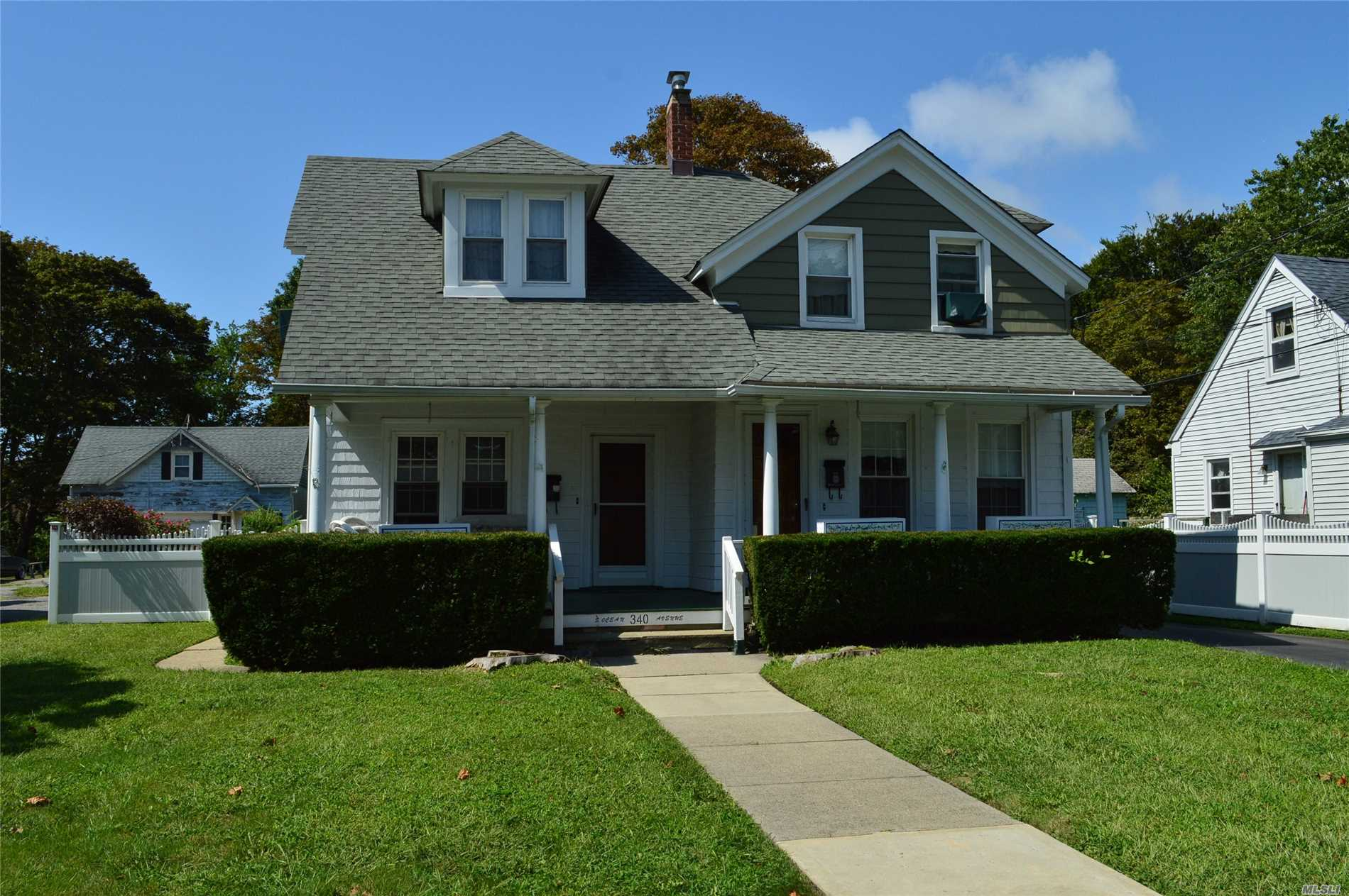 Photo of home for sale at 340 Ocean Ave S, Patchogue NY