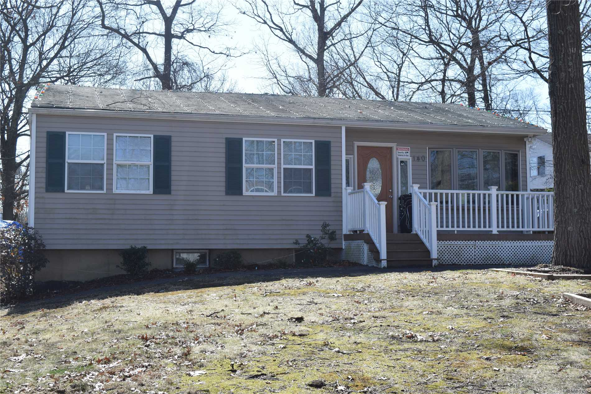Photo of home for sale at 140 Moriches Ave, Mastic NY