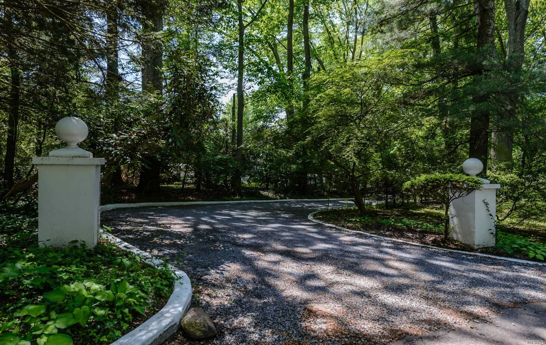 Photo of home for sale at 12 Tiffany Road, Oyster Bay Cove NY