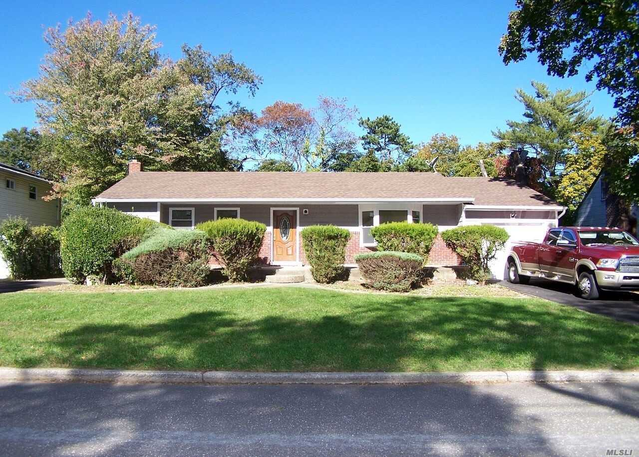 Photo of home for sale at 671 Lakeway Dr, West Babylon NY