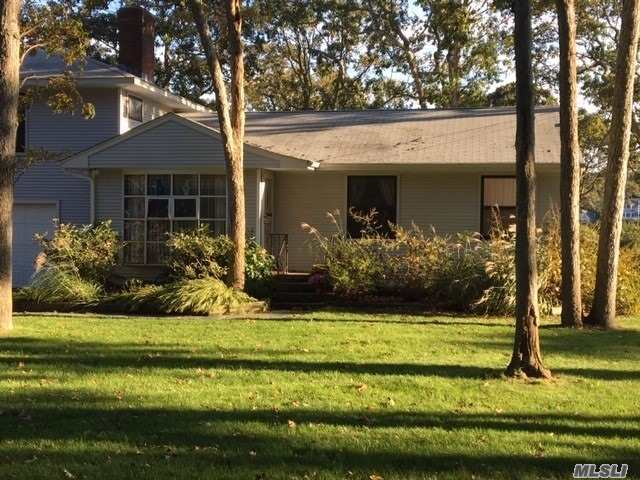 Photo of home for sale at 2050 Mason Dr, Cutchogue NY