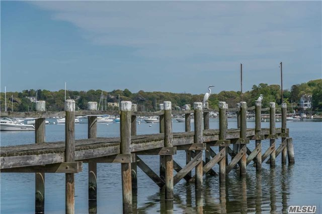 Photo of home for sale at 9 Bouton Rd, Lloyd Harbor NY