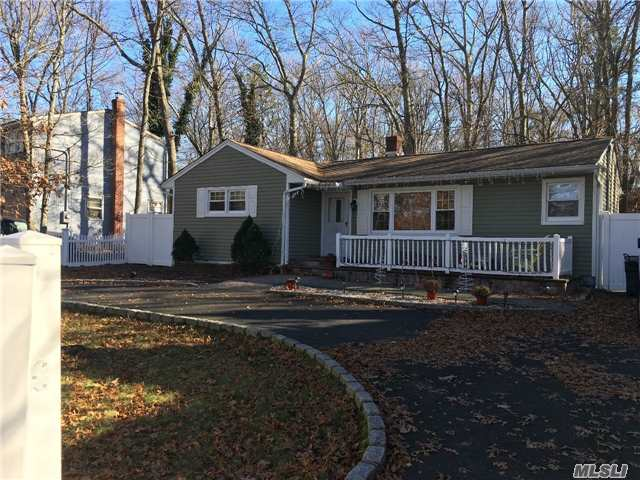 Photo of home for sale at 106 Lakeside Trl, Ridge NY