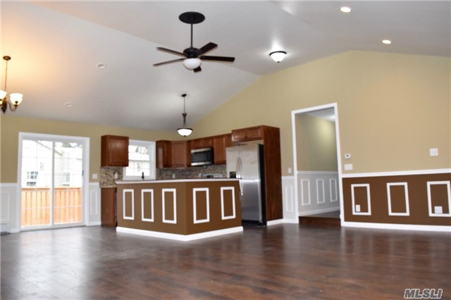 Photo of home for sale at 82 Maplewood Ave, Selden NY