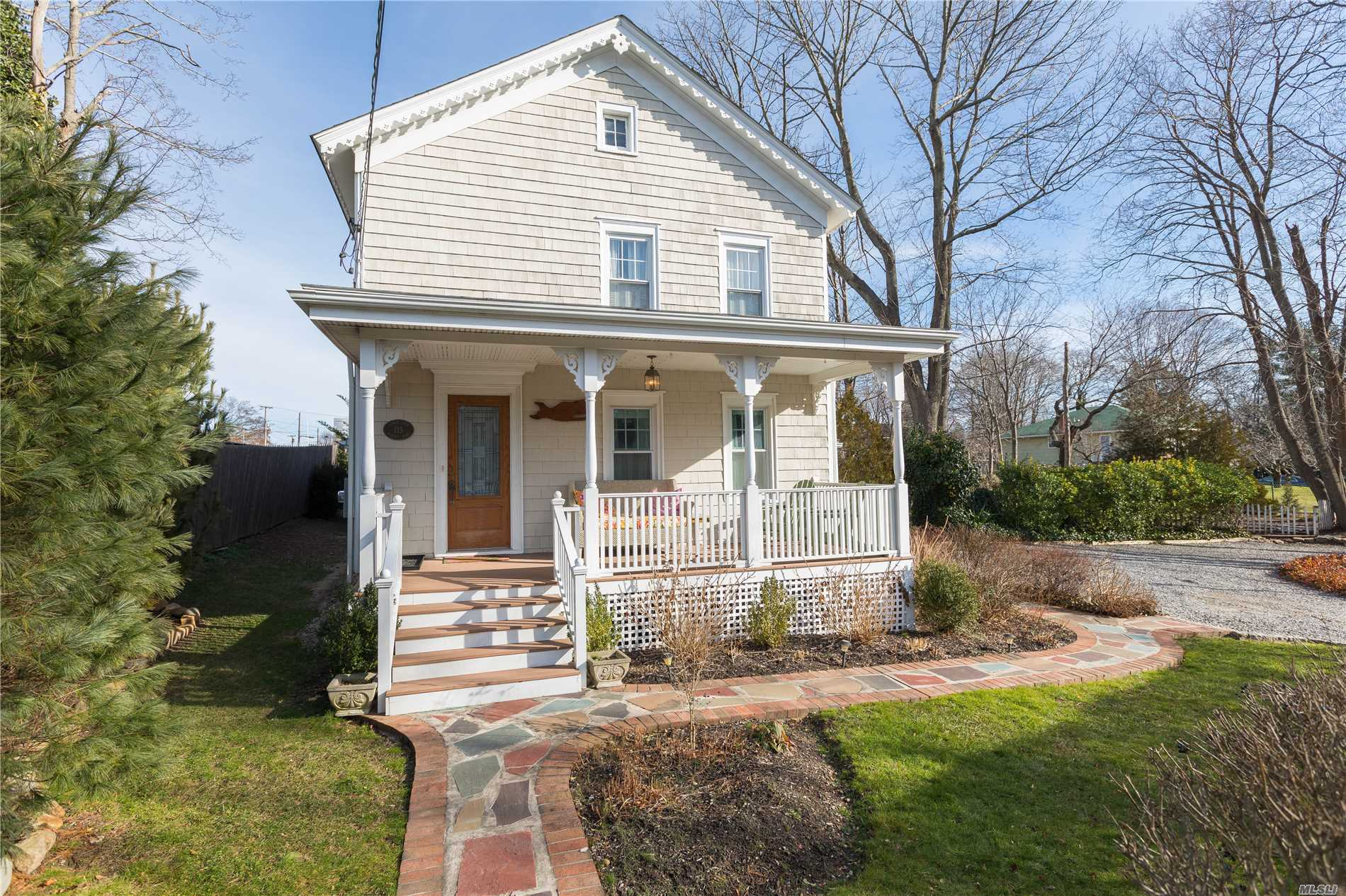 Photo of home for sale at 115 Hobart Rd, Southold NY