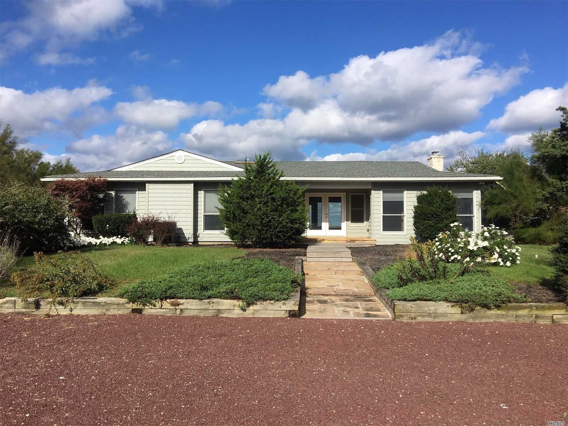 Photo of home for sale at 174 Asharoken Ave, Northport NY