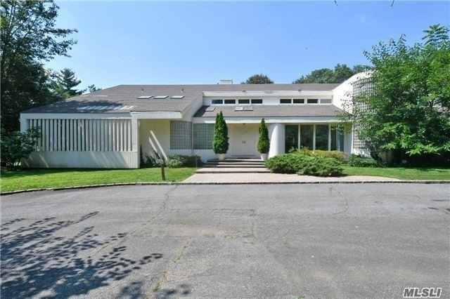 Property for sale at 153 Bacon Rd, Old Westbury,  New York 11568